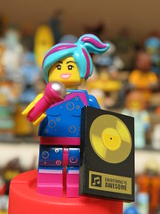 Flashback Lucy, With Her Gold Disc (Paranoid from suffolk) Tags: 2019 lego legomovie2 flashbacklucy singer microphone goldrecord 71023 minifigs minifigures collectibles