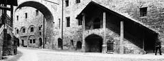 Im Innenhof der Burg zu Burghausen (Uwe Wieteck) Tags: burghausen burg ersterburghof