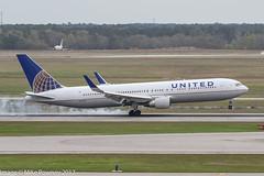 N663UA - 1993 build Boeing B767-322ER, smoky arrival on Runway 08R at Houston (egcc) Tags: 6463 27160 514 b763 b767 b767300 b767322er boeing bush houston iah intercontinental kiah lightroom n663ua staralliance texas ua ual united unitedairlines