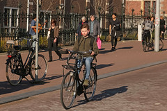 Museumplein - Amsterdam (Netherlands) (Meteorry) Tags: europe nederland netherlands holland paysbas noordholland amsterdam amsterdampeople candid streetscene people zuid sud south museumplein bicycle bicyclette bike vélo cyclist boy gamin enfant kid child dutch february 2019 meteorry