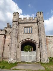 now that's a gatehouse (seanofselby) Tags: castle toward harbour lodge gatehouse gargoyles
