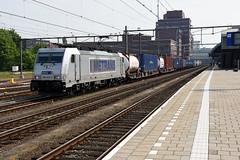 Metrans 386-033-5 at Amersfoort, May 18, 2019 (cklx) Tags: amersfoort metrans traxx bombardier containertrain containertrein