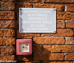 Was wohl passiert, wenn man den Knopf drückt? -- What may happen if the button is pressed? (der Sekretär) Tags: anweisung aufforderung backsteine befehl blechschild brandmelder druckknopfbuttonpushbutton feuermelder italien italy mauer mauerwerk notfall schalter schild stein steine taste venedig venice ziegel ziegelsteine abandonned abgeblättert abgebröckelt alt beschädigt brick bricks broken bröcklig defect defekt degenerated downandout emergency firealarm heruntergekommen instruction kaputt key lightswitch lostplaces marode obsolet obsolete old order outoforder outofdate outdated plaque red rot scruffy shabby sign stone tinplatesign urbex veraltet vergammelt verwittert wall weatherbeaten weathered