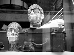 Self portrait (Franco & Lia) Tags: street fotografiadistrada photographiederue london londra soho inghilterra england greatbritain biancoenero autoritratto selfportrait schwarzundweiss noiretblanc blackwhite
