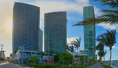 Architectural complex Paraíso. (Aglez the city guy ☺) Tags: waterfront edgewater miamifl miamicity walkingaround waterways bay bayview outdoors architecture afternoon building coconuttree