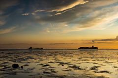 Waarde (Omroep Zeeland) Tags: westerschelde waarde slik wolken wolkenlucht scheepvaart zonsondergang sunset zeeland nederland