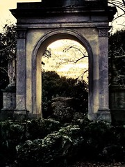 L'immaginazione a volte dispiega ali grandi come il cielo in un carcere grande come una mano. (Nabel Grant) Tags: imagination roma fantasy vision canonphotography