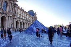 511 Paris en Mars 2019 - La Pyramide du Louvre et JR, 30eme anniversaire (paspog) Tags: paris france louvre lelouvre pyramide pyramidedulouvre jr 30emeanniversaire mars march märz 2019