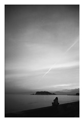 *Contrail. (niko**) Tags: leica leicam2 summicron35mmf2 8elements irooa adox silvermax 135 35mm filmphotography kamakura