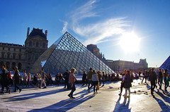 513 Paris en Mars 2019 - La Pyramide du Louvre et JR, 30eme anniversaire (paspog) Tags: paris france lelouvre louvre mars march märz 2019 pyramide pyramidedulouvre jr 30emeanniversaire