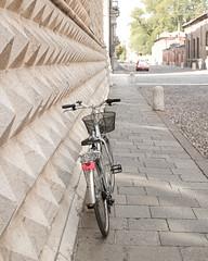Ferrara-23 (e.berti93) Tags: ferrara architecture architettura art italy brick urban antico monumento castello estense piazza città bike