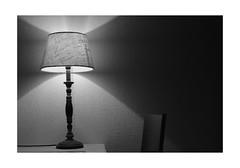 La douce lumière du soir (Tostaky2) Tags: lampe lumière noiretblanc blackandwhite light lamp blackdiamond yourbestblackandwhite