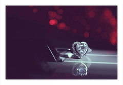Macro Mondays : Heart / My Favorite Theme of the Year (PriscillaHernandez85) Tags: ring bague macro coeur heartpiano clavier bokeh touche macromondays redux2017myfavoritethemeoftheyear hearts crazytuesdaytheme 7dwf