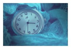 Macro Mondays : Waiting for the Blue Hour / En attendant l'Heure Bleue / The blues (Tostaky2) Tags: macro hour watch montre heure minute seconde blue bleu theblues macromondays bluehour heurebleue canon eos eos550d 550d débutant beginner