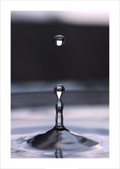 "Macro Mondays ""Less Than An Inch"" /  In Explore (27/02/18) (Tostaky2) Tags: macro drop water eau goutte macromondays lessthananinch inexplore explore explored liquide waterdroplet waterdrop blue bleu 7dwf"
