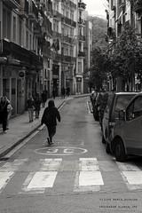 Limite (Marco_Guarino) Tags: city streetphoto street streetphotography città black white strada via bianco nero bn barcellona barcelona larambla catalonia