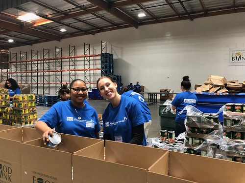 """LA Footwear Cares volunteers at the LA Regional Food Bank • <a style=""""font-size:0.8em;"""" href=""""http://www.flickr.com/photos/45709694@N06/40649303113/"""" target=""""_blank"""">View on Flickr</a>"""
