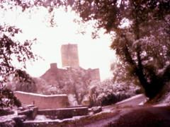 Château de Belcastel, Aveyron, France. (matériel brouilleur) Tags: diana pinhole stenope estenopeica 35mm expiredfilm lomography lomo tungsten chateau castel belcastel aveyron