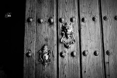 Havana Cathedral (Carlos A. Aviles) Tags: cuba havana cathedral catholic catedral catolica iglesia church arquitectura architecture colonial travel viajes blackandwhite blancoynegro monochrome door puerta