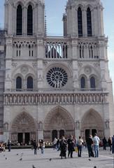 Notre Dame 2005 (Alberto Cameroni) Tags: notredame parigi 2005 diapositica analogica pellicola nikon kodak cyberviewxv51425 primefilm