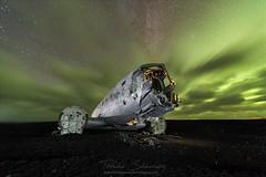 Bajo un manto verde II (tsanchezruiz) Tags: nightshot nightphotography plane vik iceland northernlights auroraboreal longexposure clouds green blacksand lightpainting greenlights stars