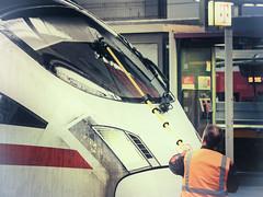 Mücken entfernen (-BigM-) Tags: münchen hauptbahnhof railway eisenbahn station bayern db bigm deutsche bahn germany deutschland ice intercity express