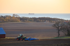 Mårten_Svensson_2U9A2643 (Bad-Duck) Tags: kullen vår claas krapperup kultivator lemken traktor årstid