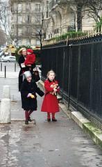 Paris (triebensee) Tags: nikon fm nikkor 50mm f14 epsonv700 paris kodakgold800 1997