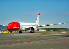 LN-LNC (Skidmarks_1) Tags: lnlnc norwegianlonghaul boeing787 engm norway osl oslogardermoenairport aviation aircraft airport airliners