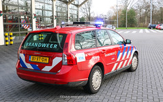 Dutch fire-brigade Volvo V50 (Dutch emergency photos) Tags: 112 999 911 blauw licht blue light lichtbak lichtbalk nederland nederlands nederlandse netherland netherlands dutch emergency ohoto photos vehicle vehicles voertuig voertuigen brand weer brandweer fire brigade firebrigade feuerwehr volvo v50 station car auto firecar brandweerauto friesland leeuwarden ljouwert 81xtdh 026190