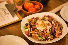 Ensalada Frutos Secos y Queso Cabra (brujulea) Tags: brujulea restaurantes bares barcelona cal trapella cuina mercat ensalada frutos secos queso cabra