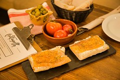 Montadito Salmón (brujulea) Tags: brujulea restaurantes bares barcelona cal trapella cuina mercat montadito salmon