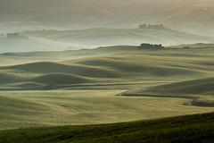 Val d'Orcia (anna barbi) Tags: valdorcia alba mattino paesaggio verde case lontano colline