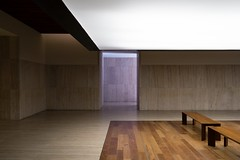 Frade Arquitectos. Museo arqueologico nacional #15 (Ximo Michavila) Tags: fradearquitectos museoarqueologiconacional ximomichavila museum madrid archeology spain culture archdaily archidose archiref building interior architecture light shadow minimal geometry bench frade architect