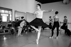 Ballerina (michael.mu) Tags: 35mm cuba havana leica turnley dance yellowfilter ballerina balet monochrom mm246 prodanza