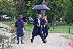 Un p'tit coin de parapluie pour Vincent Lindon (mamnic47 - Over 10 millions views.Thks!) Tags: 09042019 vincentlindon cinéma tournage maresaintjames moncousin jankounen assistants 6c8a2876 parapluie
