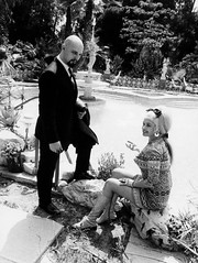 Anton LaVey en Jayne Mansfield (poedie1984) Tags: jayne mansfield vera palmer blonde old hollywood bombshell vintage babe pin up actress beautiful model beauty hot girl woman classic sex symbol movie movies star glamour girls icon sexy cute body bomb 50s 60s famous film celebrities pink filmstar filmster diva superstar amazing wonderful american goddess mannequin black white tribute blond sweater cine cinema screen gorgeous legendary iconic thuis palace home house mansfields madness s anton lavey jurk dress bow tie strikje legs busty boobs