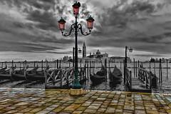 Colore o non colore... / Color or not color ... (Eugenio GV Costa) Tags: venezia gondola venice venise controluce bianconero