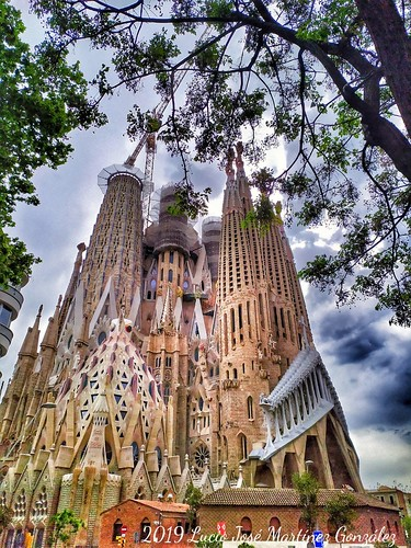 "Barcelona. Sagrada Familia. Gaudí. • <a style=""font-size:0.8em;"" href=""http://www.flickr.com/photos/26679841@N00/40675068423/"" target=""_blank"">View on Flickr</a>"