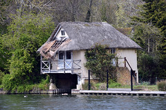 Reading - Tilehurst 13 April 2019 028 (paul_appleyard) Tags: reading berkshire river thames april 2019 boathouse house thatched decay