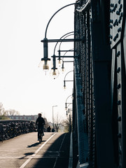 2019-04-18-082507 (Schmidtze) Tags: architektur berlin berlinpankow bornholmerbrücke bornholmerstrase bridge brücke bösebrücke fahrrad fahrzeug farbe gegenlicht olympusem1markii olympusm12100mmf40 prenzlauerberg stadt strase menschenleer deutschland