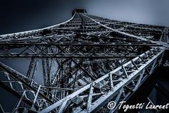 vue originale sur la tour Eiffel (Paris) (tognio62) Tags: fer tour monument ciel paris