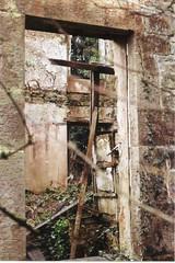 Farm Ex (Walt Jabsco) Tags: penyfai olympusom10 olympus kodak kodakcolourplus derelictfarmhouse farm farmhouse