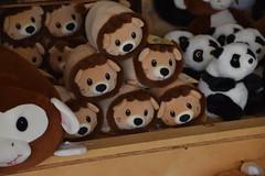 DSC_9357 (earthdog) Tags: 2019 nikon d5600 nikond5600 18300mmf3563 needstags needstitle themepark amusementpark greatamerica santaclara shopping shop store animal stuffedanimal softie