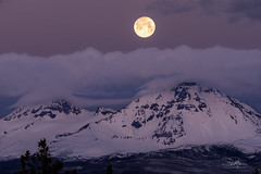 Full Moon Dawn (TierraCosmos) Tags: moon fullmoon moonset settingmoon mountains threesisters cascades oregon centraloregon hwy20 dawn morning clouds scenic bluehour landscape mountainscape