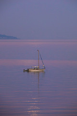 Yacht at Dawn (fstop186) Tags: dawn sunrise fullmoon pinkmoon yacht reflection solent