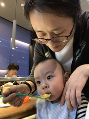 (keso) Tags: little9 xiaojiu raine motherandson eat spacelab solana