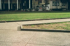 Rittenhouse Square, Lomography 800, Canon AE-1 (Beum Billions) Tags: angles lines lomography 800 35mm film 135 vintage analog canonae1 canon ae1 philadelphia philly pennsylvania usa east coast spring day daylight sun sunlight grass concrete sidewalk city urban