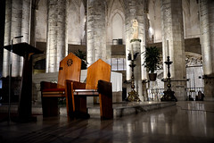 Basílica de Santa María Del Mar (Fnikos) Tags: church iglesia chiesa església column architecture sculpture wall color colour colors design decoration shadow seat light lights reflection barcelona indoor