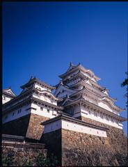 姬路城-2 (retrue) Tags: 日本 姫路城 兵庫県 姫路市 fuji ga645w fujifilm fujichrome velvia 100